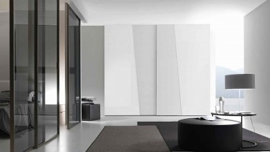 DIAGONAL_COPLANAR SLIDING DOOR CLOSET